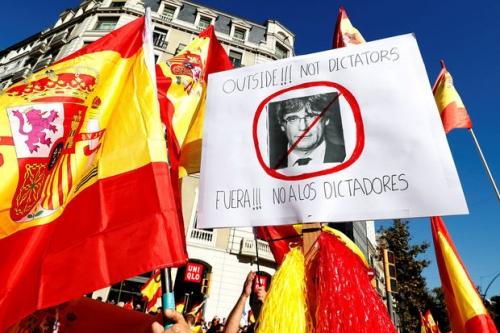 barcelone,catalans pro-espagne,indépendantistes,un peu d'ordre