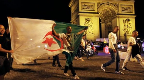 algerie-football-mondial-paris-algerian-soccer-fans-celebrate-near-the-arc-de-triomphe-after-algeria-s-2014-world-cup-group-h-soccer-match-against-russia-in-paris_4944063.jpg
